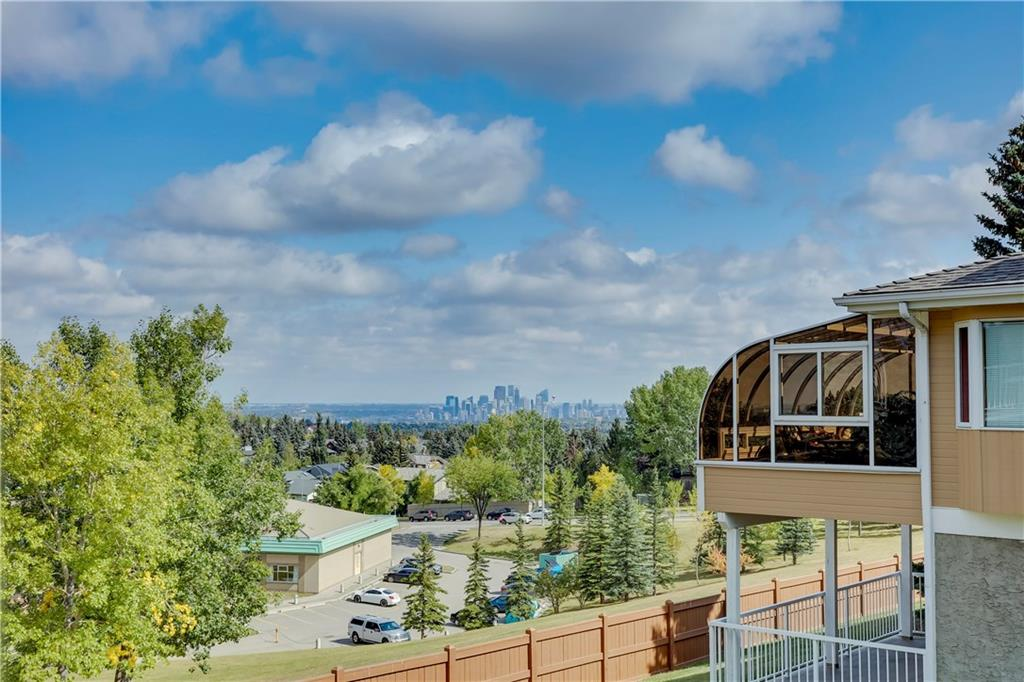 MLS® #C4221315 - 156 Strathaven Ci Sw in Strathcona Park Calgary, Attached Open Houses