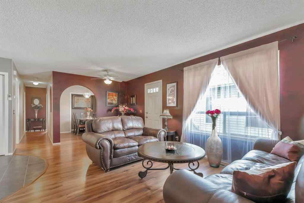MLS® # A1028347 - 239 WILLOWBROOK Close NW in Willowbrook Airdrie, Residential Open Houses
