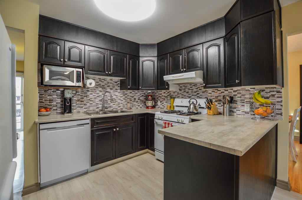 MLS® # A1057696 - 68 Chancellor Way NW in Cambrian Heights Calgary, Residential Open Houses