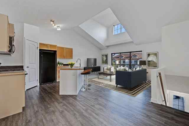 204, 27 Everridge Square SW T2Y 5J7 Calgary