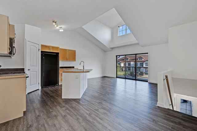 MLS® #A1067316 204, 27 Everridge Square SW T2Y 5J7 Calgary