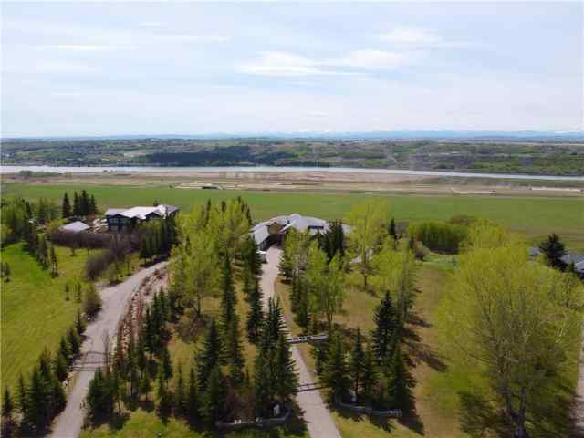 MLS® #C4275575 717 BEARSPAW VILLAGE DR  T3L 2P3 Rural Rocky View County