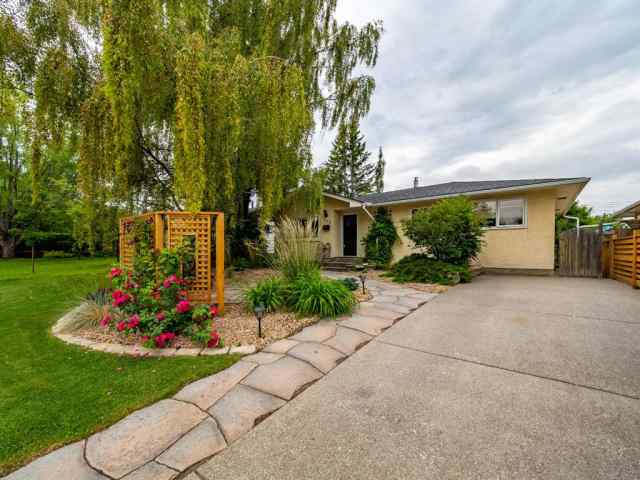 163 FAIRVIEW DR SE in Fairview Calgary