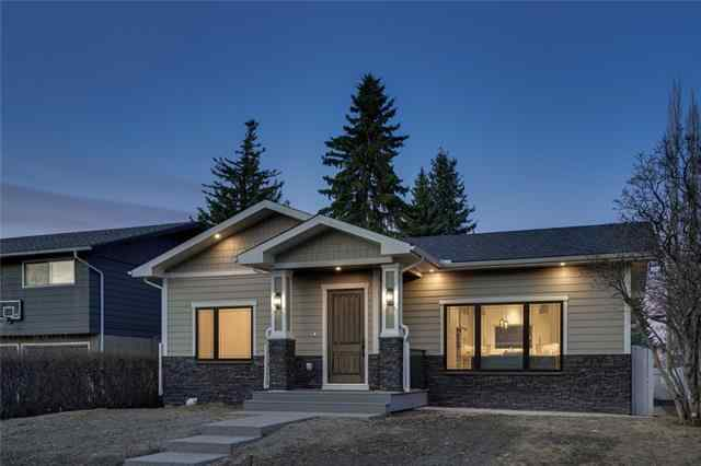 6316 Longmoor WY Sw in Lakeview Calgary