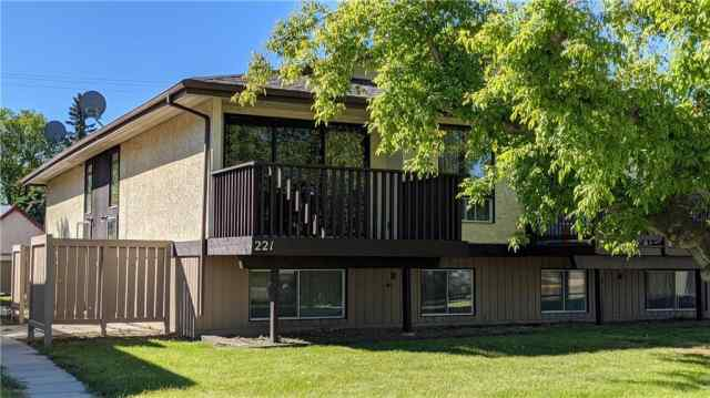 223 2 Street S in NONE Vulcan MLS® #C4301357