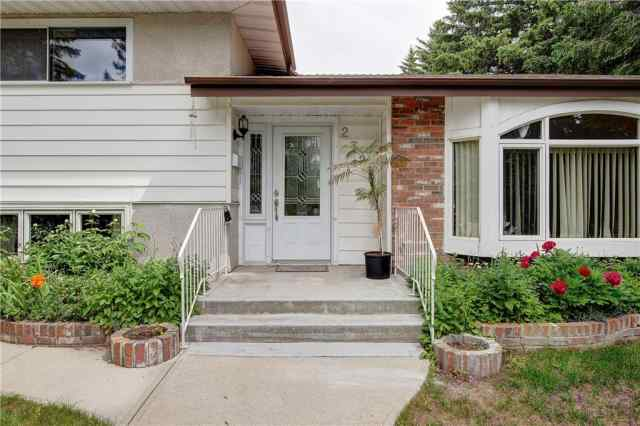 2728 Lionel CR Sw in Lakeview Calgary
