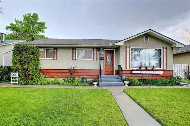 2423 45 ST SE in Forest Lawn Calgary