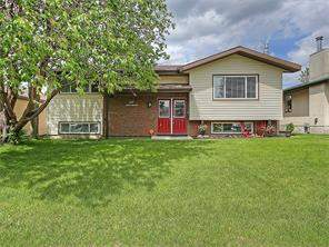 Detached Airdrie Meadows listing in Airdrie