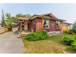 Detached Maplewood real estate listing Strathmore