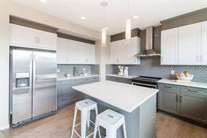 330 Carringvue Mr Nw, Calgary