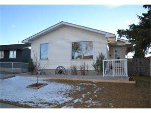 6715 22 AV Ne, Calgary Pineridge: