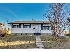 207 Penbrooke CL Se, Calgary, Detached homes