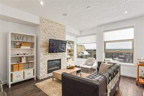 #2 415 17 AV Nw, Calgary, Mount Pleasant Attached