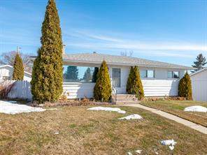 38 Kingsland PL Sw, Calgary, Kingsland Detached