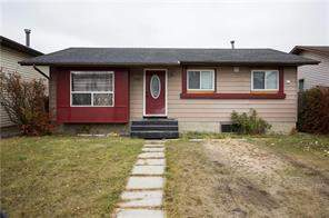 140 Castleridge RD Ne, Calgary, Detached homes