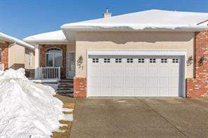 #37 99 Christie PT Sw, Calgary, Attached homes