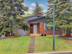 107 Chancellor WY Nw, Calgary  T3K 1Y3 Cambrian Heights