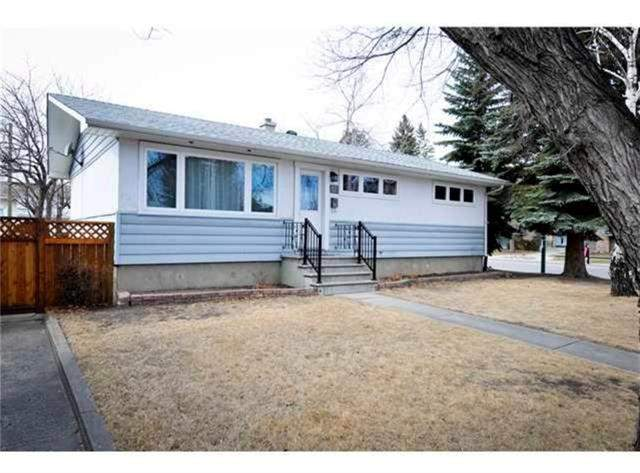 Meadowlark Park real estate 12 Maple PL Sw, Calgary