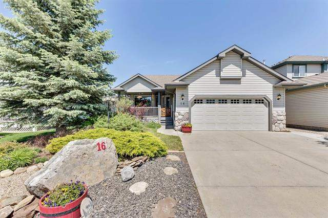 Hillview Estates real estate listings 16 Hillview Dr, Strathmore