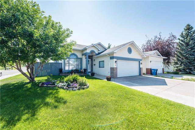 3 Sandalwood Ht Nw, Calgary  Sandstone Valley homes for sale