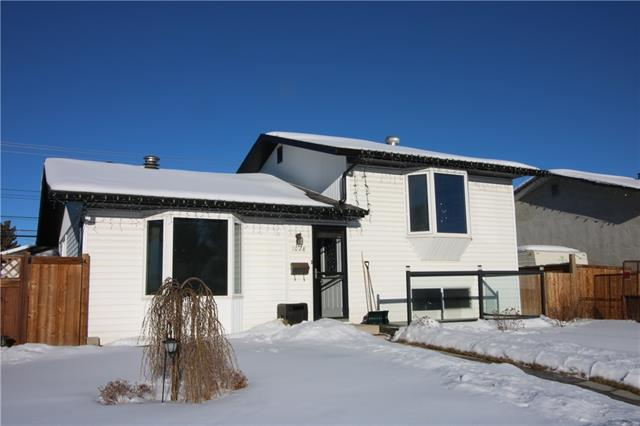 MLS® #C4215343 1028 Penrith CR Se T2A 2H7 Calgary