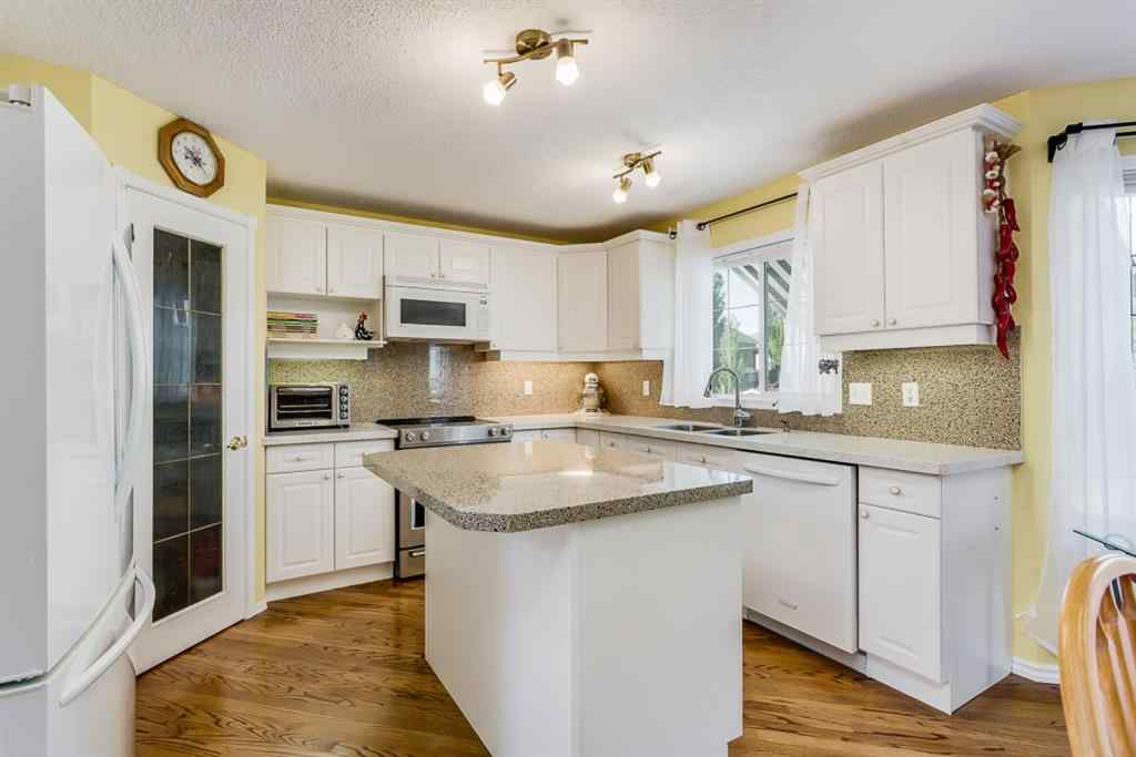 MLS® #A1018359 - 42 THORNLEIGH  Way SE in Thorburn Airdrie, Residential Open Houses