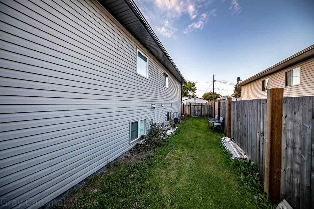 MLS® # A1027974 - 9716 102 Avenue  in NONE Clairmont, Residential Open Houses