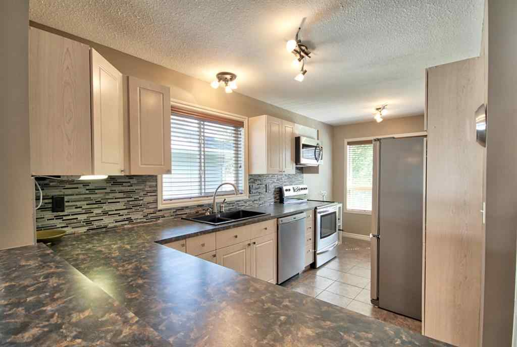 MLS® # A1032763 - Unit #130 55 FAIRWAYS Drive NW in Fairways Airdrie, Residential Open Houses