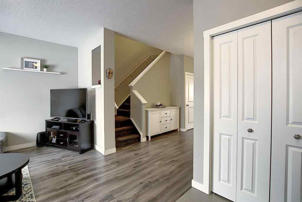 MLS® #A1048630 - 634 Hillcrest Road SW in Hillcrest Airdrie, Residential Open Houses