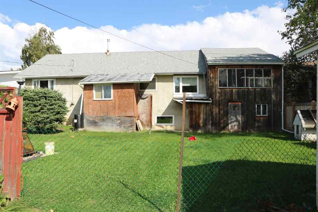 MLS® # A1054726 - 915 7 Avenue  in NONE Beaverlodge, Residential Open Houses