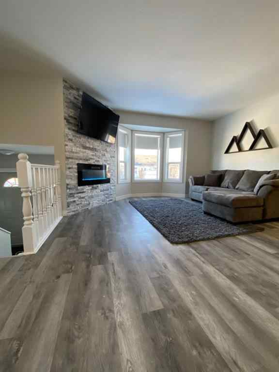 MLS® # A1055671 - 5276 Lansdowne  Avenue  in Briarwood Blackfalds, Residential Open Houses