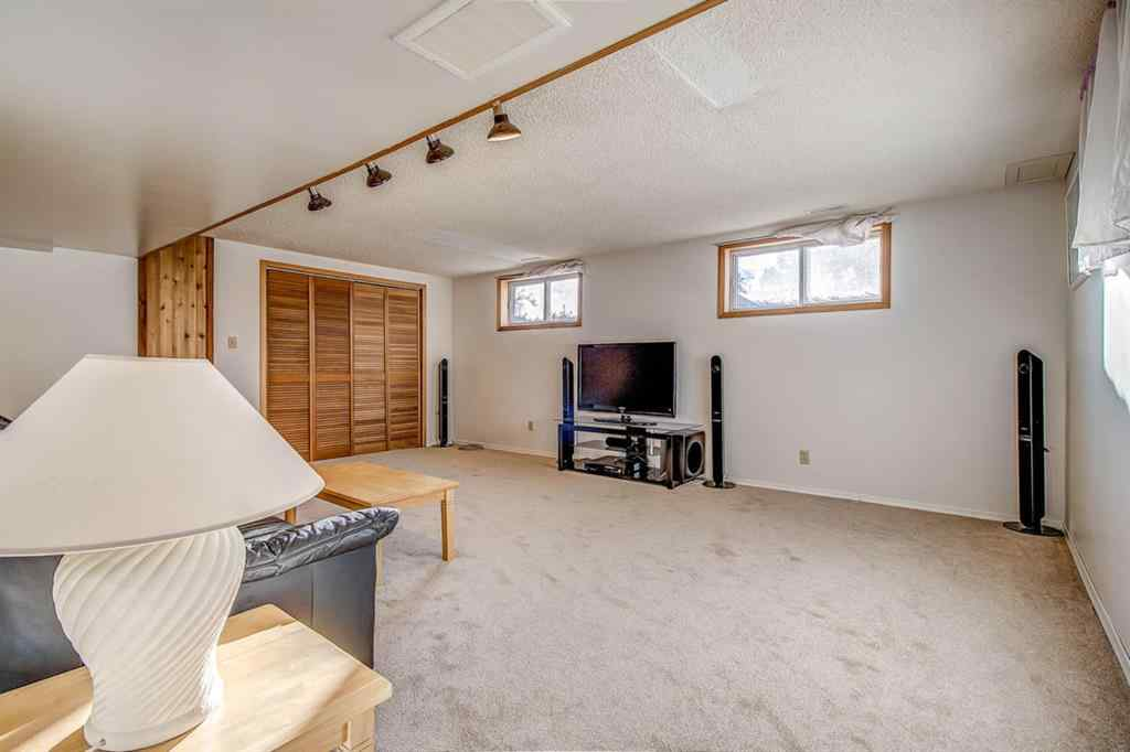 MLS® # A1056585 - 3320 Boulton Road NW in Brentwood Calgary, Residential Open Houses