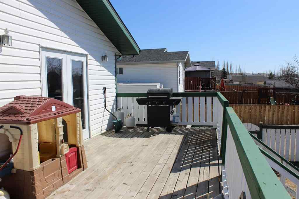 MLS® # A1066684 - 5260 Lansdowne Avenue N in Briarwood Blackfalds, Residential Open Houses