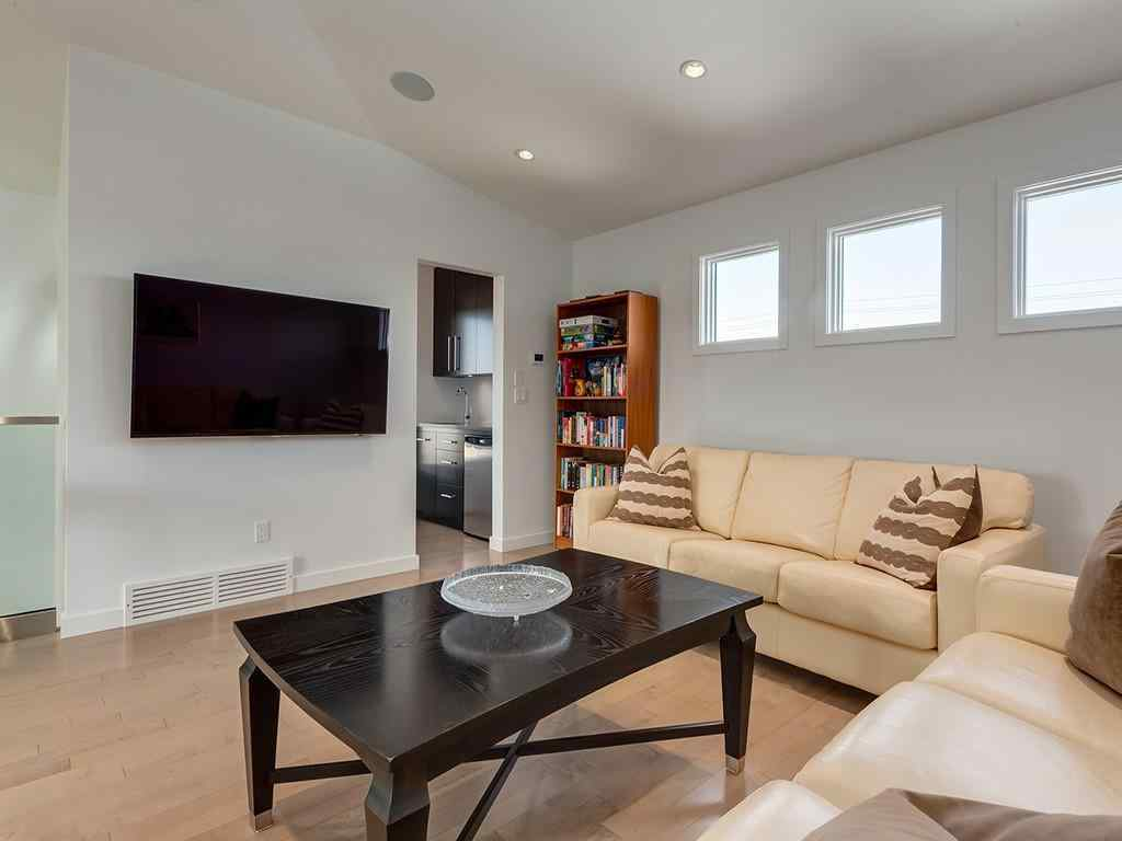 MLS® #C4305189 - 1922 BROADVIEW Road NW in Hillhurst Calgary, Residential Open Houses