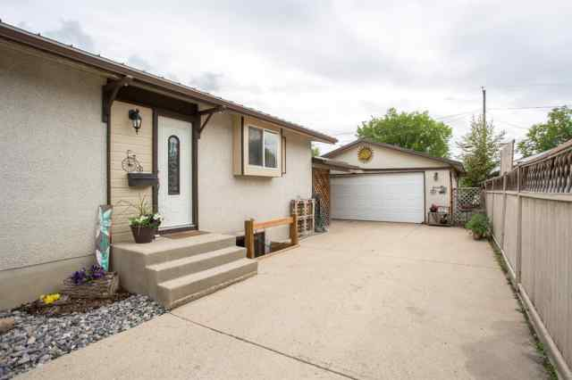 MLS® #A1007679 20 FAIRWAY Avenue T4N 4Y8 Red Deer