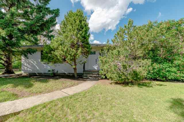 720 40 Avenue NW in Highwood Calgary