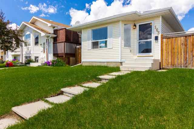 163 APPLEBROOK Circle SE in Applewood Park Calgary