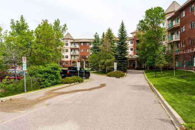 321, 200 LINCOLN Way SW in Lincoln Park Calgary