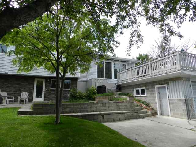 208 HENDON Drive NW in Highwood Calgary
