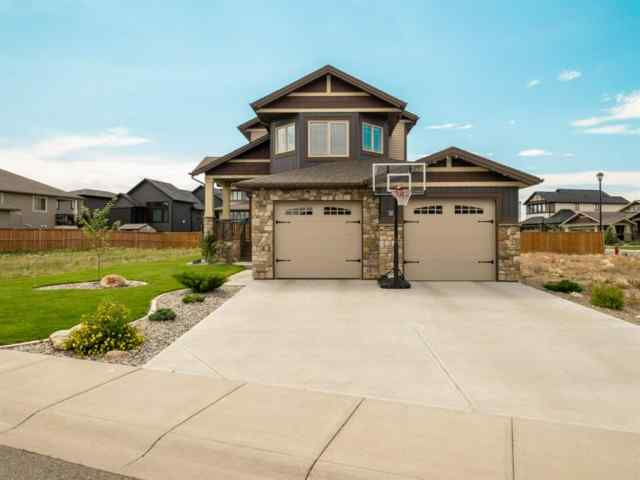 18 CANYON ESTATES LANE W T1K 5W7 Lethbridge