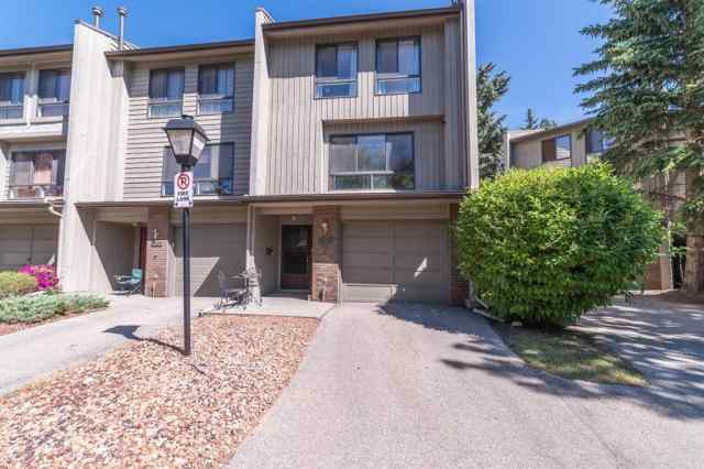 22 POINT MCKAY Court NW in Point McKay Calgary MLS® #A1012129