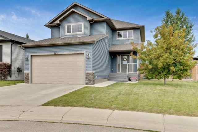 180  HILLCREST Boulevard in Hillview Estates Strathmore