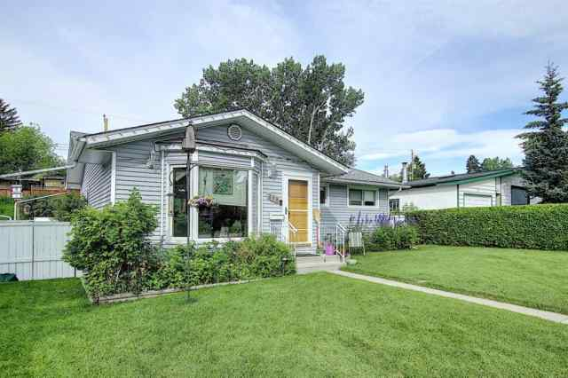 239 SIMONS Road NW in Thorncliffe Calgary
