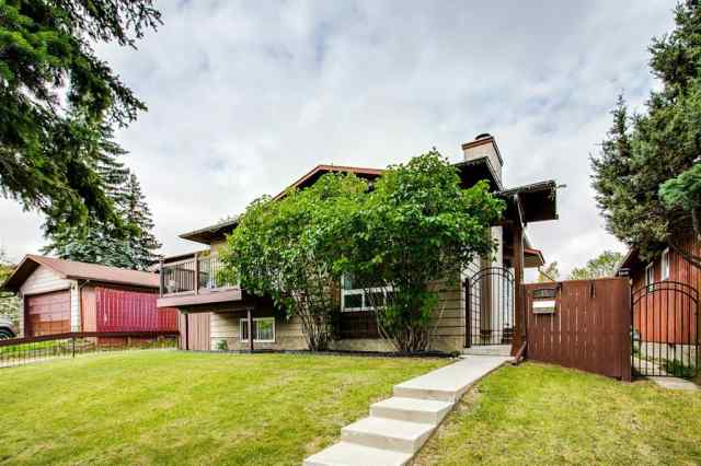 35 BERMUDA Place NW in Beddington Heights Calgary