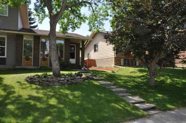 121 BERWICK Way NW in Beddington Heights Calgary