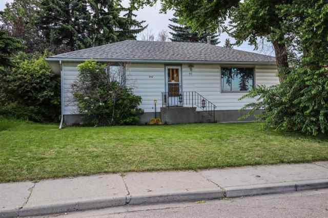 512 NORTHMOUNT Place NW in Thorncliffe Calgary