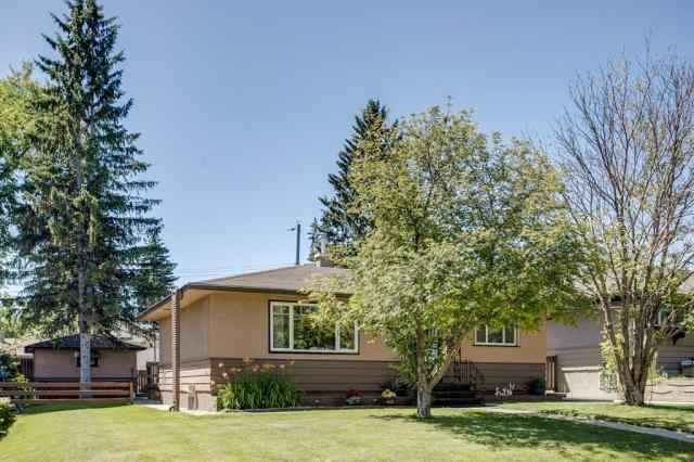 427 TRAFFORD Drive NW in Thorncliffe Calgary