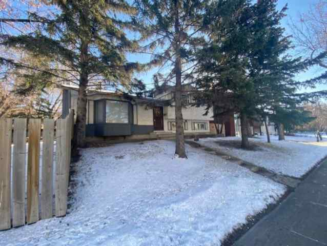1424 29 Street NW in St Andrews Heights Calgary