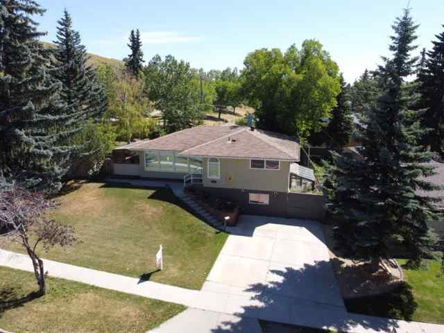 4720 Charleswood Drive NW in Brentwood Calgary MLS® #A1018131