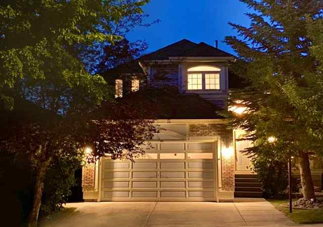 48 EDGEBROOK Rise NW in Edgemont Calgary